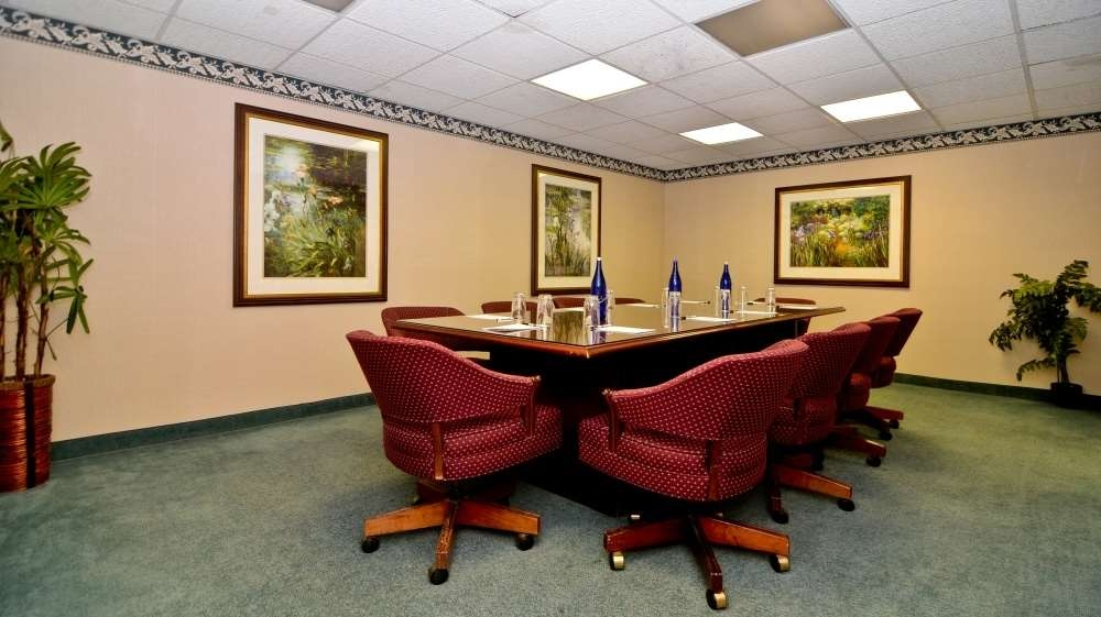 Best Western Plus Morristown Inn - The Wheatsheaf room is a perfect choice for conferences and smaller meetings of up to 10 attendees.