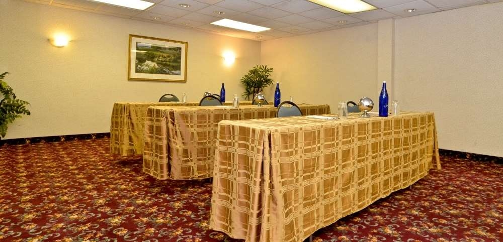 Best Western Plus Morristown Inn - Hold your next meeting in the Sheffield room, capable of accommodating 15-24 people depending on your chosen seating arrangement.