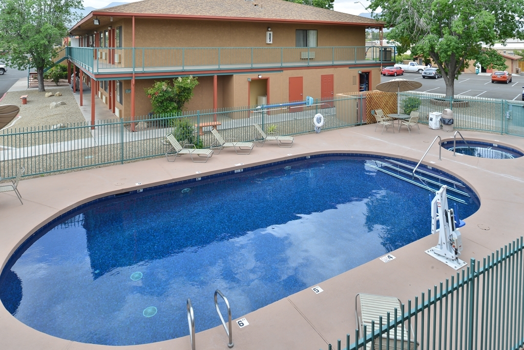 Best Western Cottonwood Inn - Vista de la piscina