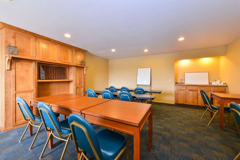 Best Western Cottonwood Inn - Our Meeting Room can accommodate up to 25 people.