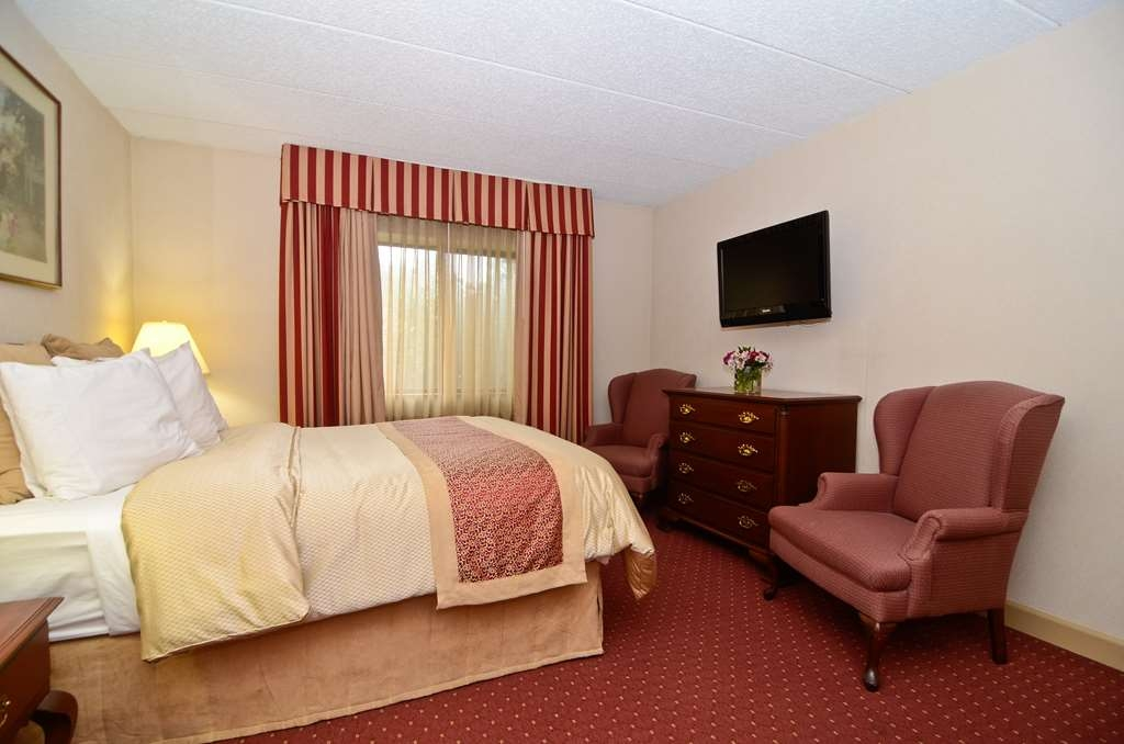 Best Western Plus Murray Hill Hotel and Suites - Planning an extended stay? Reserve a two room apartment!