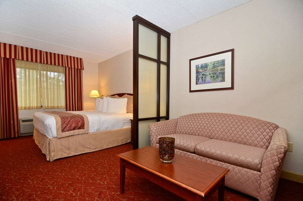 Best Western Plus Murray Hill Hotel and Suites - Our studio suites come complete with either two double beds, a queen bed and sofa bed or a king bed.