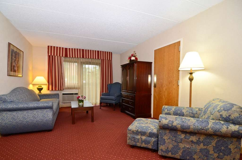 Best Western Plus Murray Hill Hotel and Suites - You will feel right at home in our two room apartment the perfect choice for extended stay travelers.