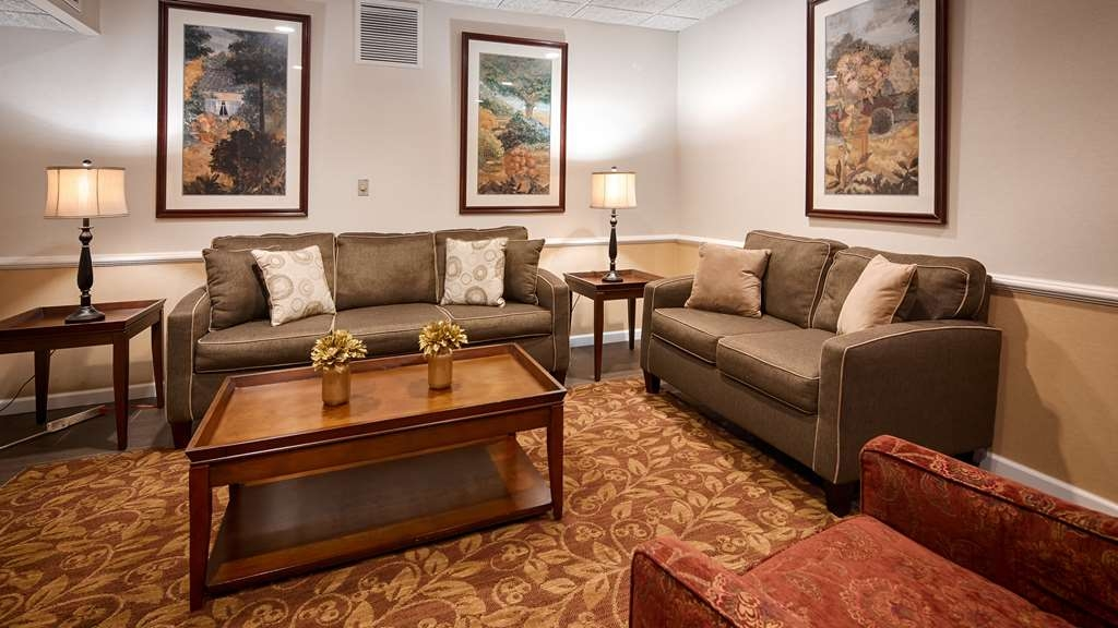 Best Western Plus Murray Hill Hotel and Suites - Bar / Lounge
