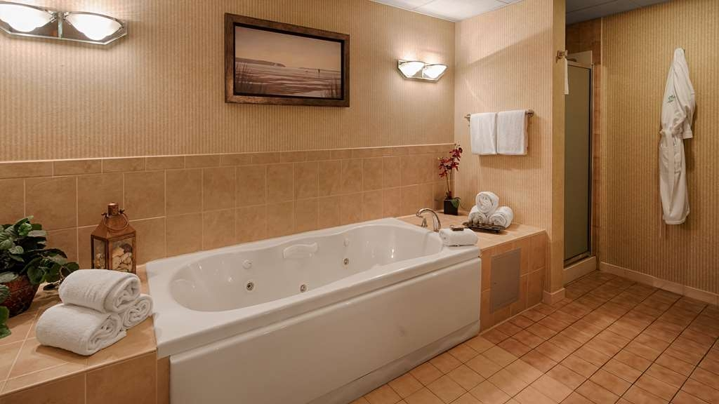Best Western Plus Murray Hill Hotel and Suites - Presidential Suite Bathroom