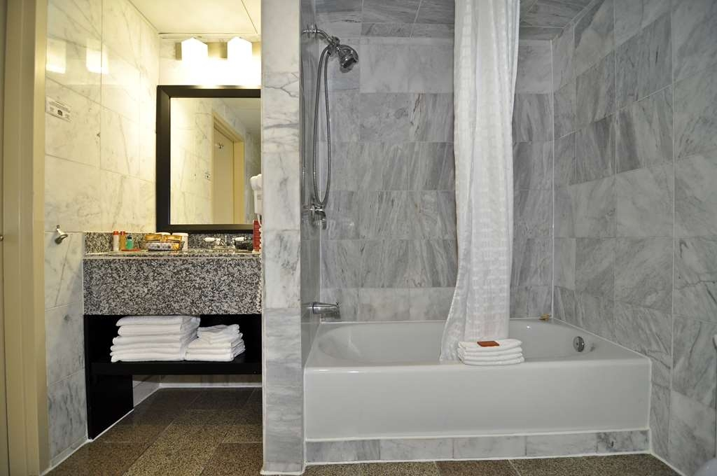 Best Western Plus Newark Airport West - Baño