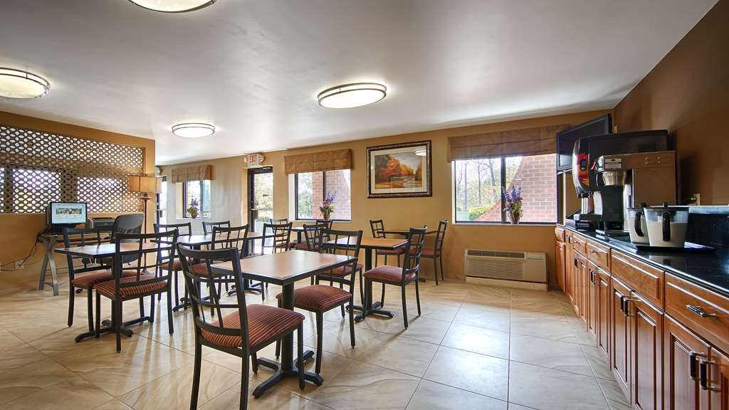 Best Western Princeton Manor Inn & Suites - Grab and go or sit and eat.
