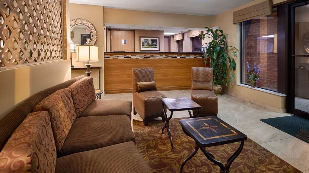 Best Western Princeton Manor Inn & Suites - Inviting Lobby Sitting Area