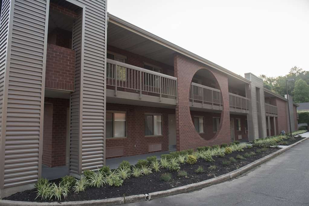 Best Western Princeton Manor Inn & Suites - Fully Renovated Exterior Corridor