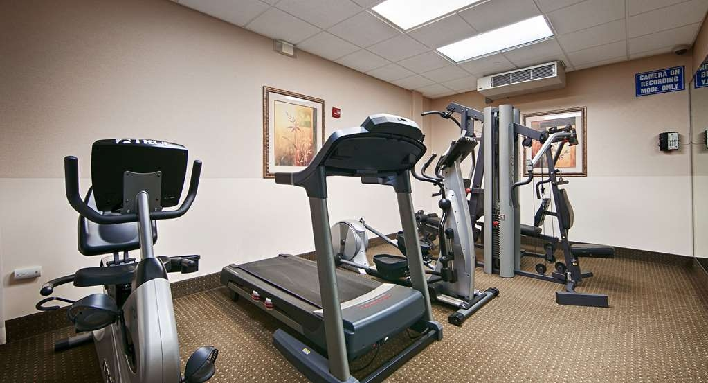 Best Western Riverview Inn & Suites - Re-energize with a quick work out in our fitness center.