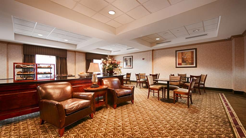 Best Western Riverview Inn & Suites - Choose from a wide selection of seating to enjoy the most important meal of the day.