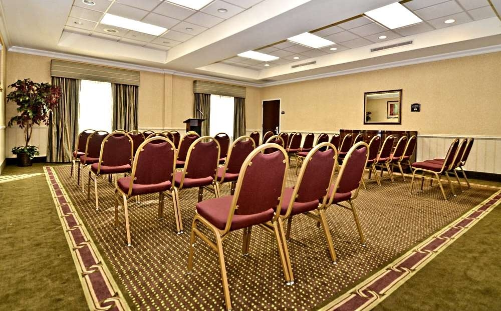 Best Western Riverview Inn & Suites - Choose a specific seating arrangement to match your meeting purposes.