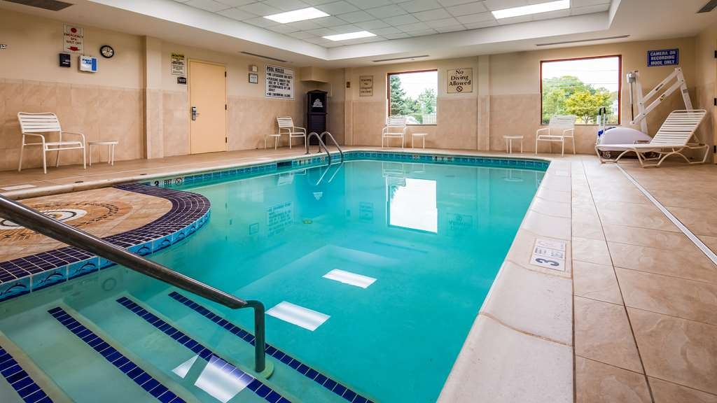 Best Western Riverview Inn & Suites - Piscina