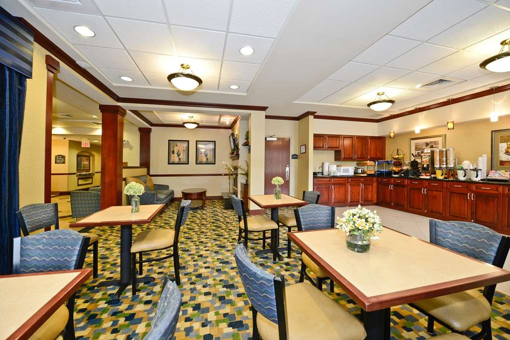 Best Western Monroe Inn & Suites - The warm atmosphere of our breakfast area is a perfect location to start the day.