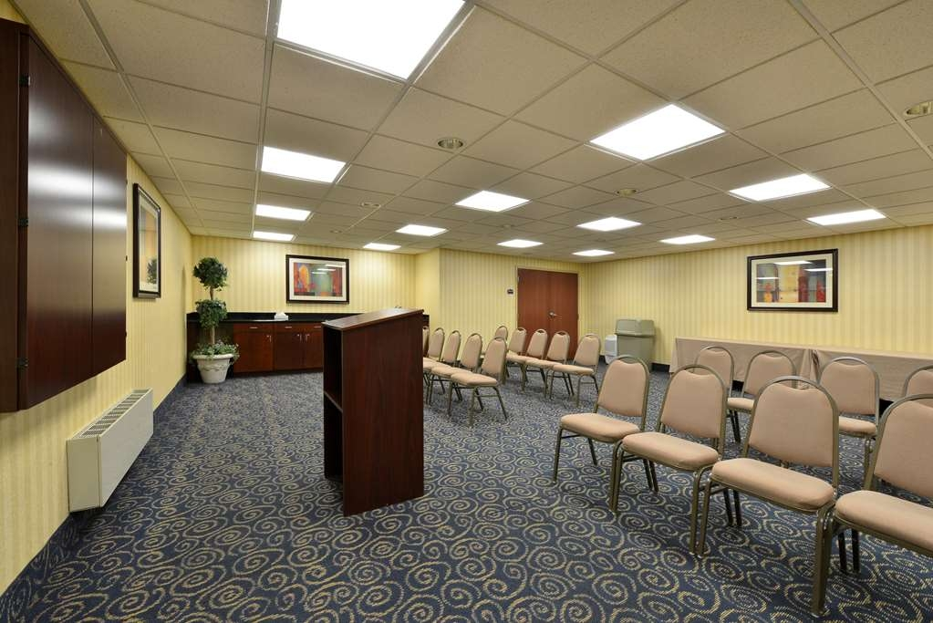 Best Western Monroe Inn & Suites - Our meeting rooms are the ideal setting for corporate events. Call our staff to book today!