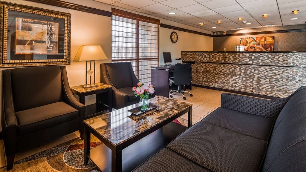 Best Western East Brunswick Inn - Take some time to unwind in our newly upgraded lobby!
