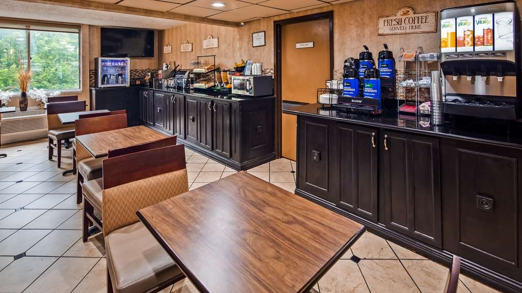 Best Western Hazlet Inn - Breakfast Area