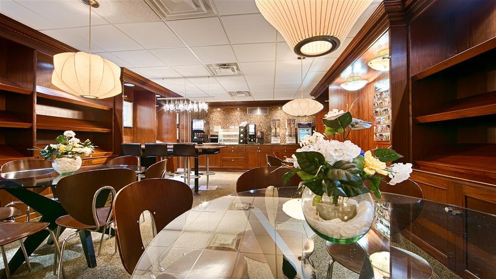 Best Western Plus Robert Treat Hotel - Breakfast Lounge