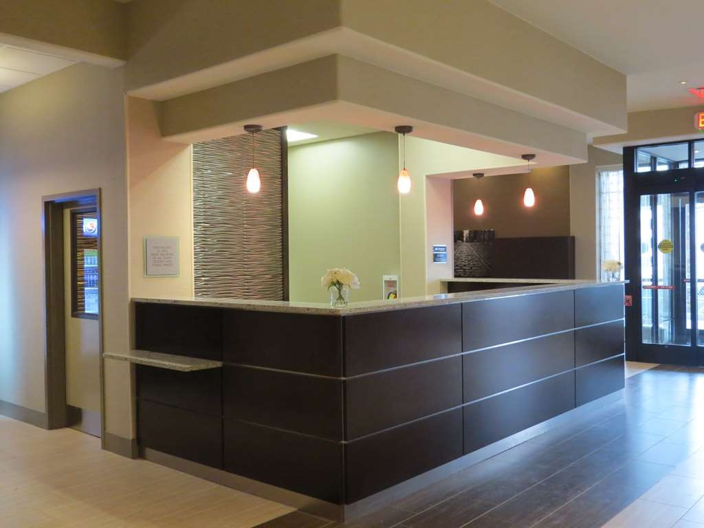 Best Western Premier NYC Gateway Hotel - Our front desk is happy to provide all the comforts of home during your stay.