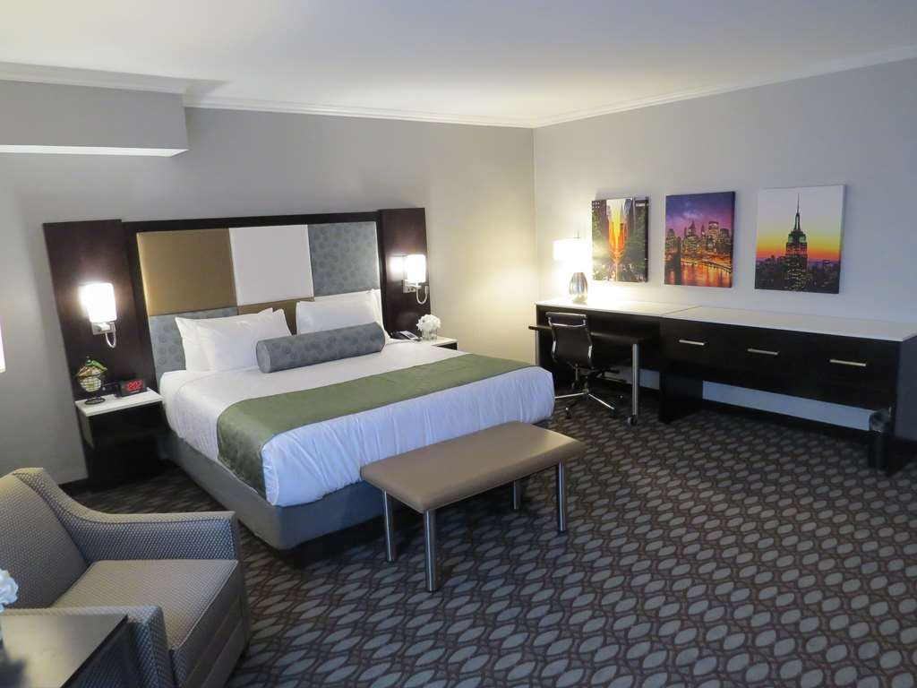 Best Western Premier NYC Gateway Hotel - If you are looking for a little extra space, booked one of our King Executive Guest room.
