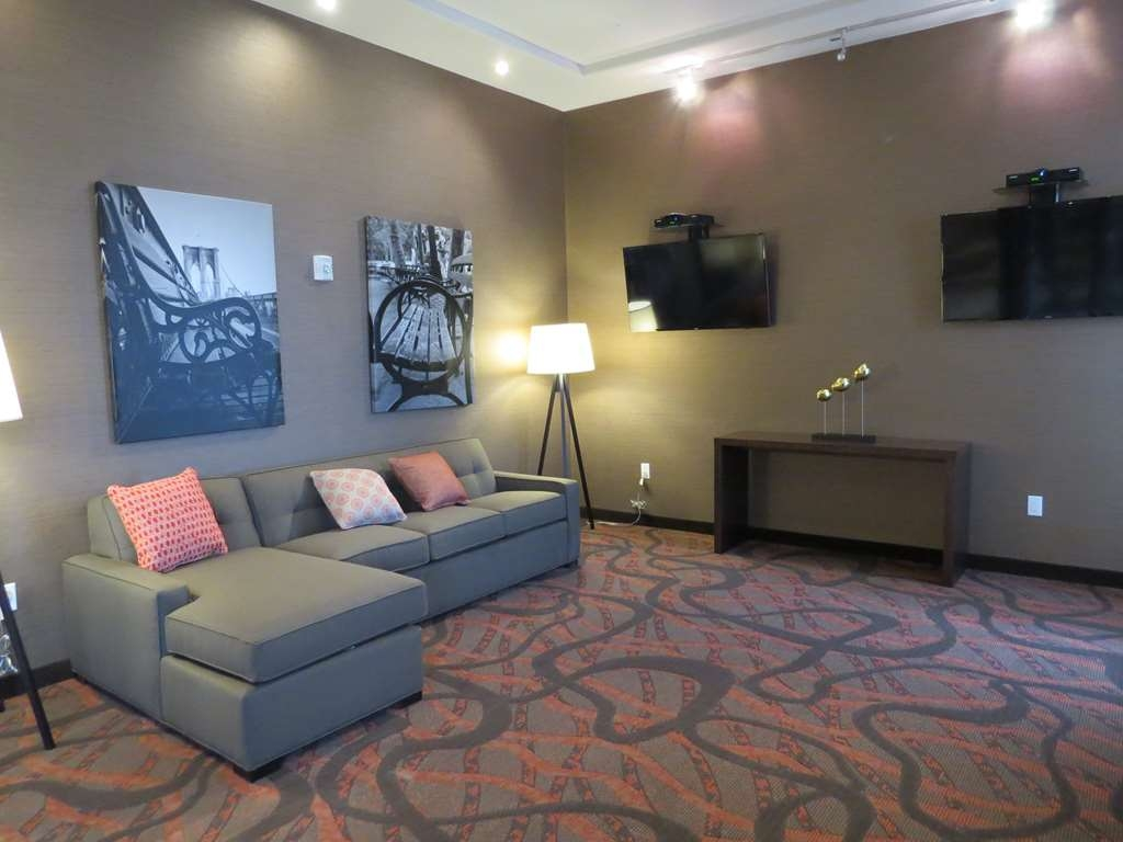 Best Western Premier NYC Gateway Hotel - Relax in our Media room located on the lobby level.