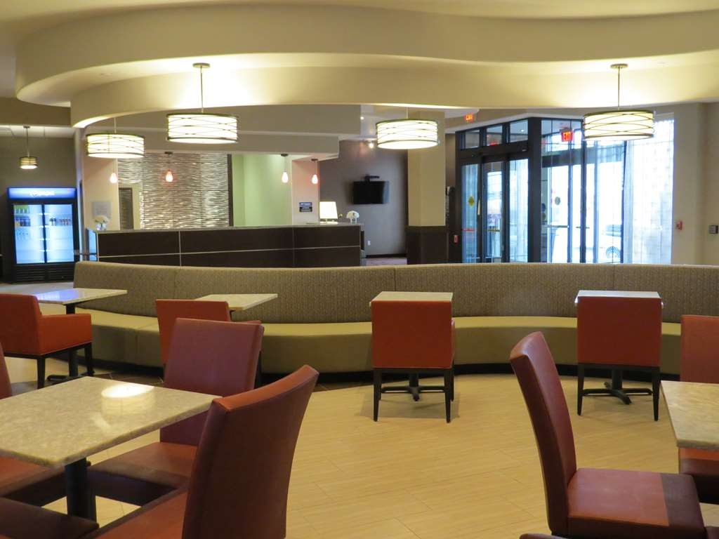 Best Western Premier NYC Gateway Hotel - Our large open lobby breakfast offers plenty of natural daylight during breakfast.