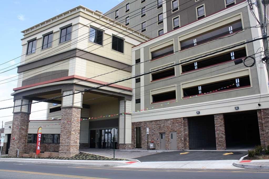 Best Western Premier NYC Gateway Hotel - Façade