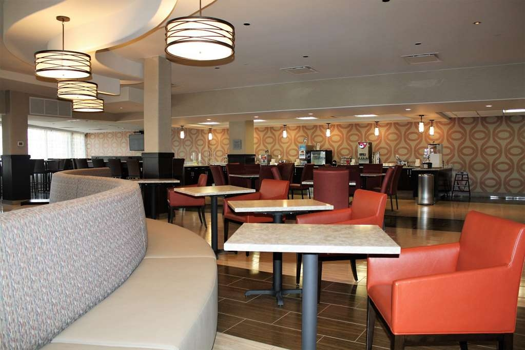 Best Western Premier NYC Gateway Hotel - Our lobby is the prefect spot to relax after a long day of work or traveling.