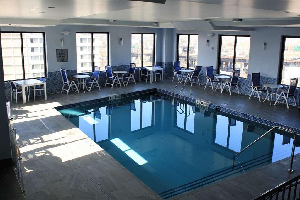 Best Western Premier NYC Gateway Hotel - Piscina