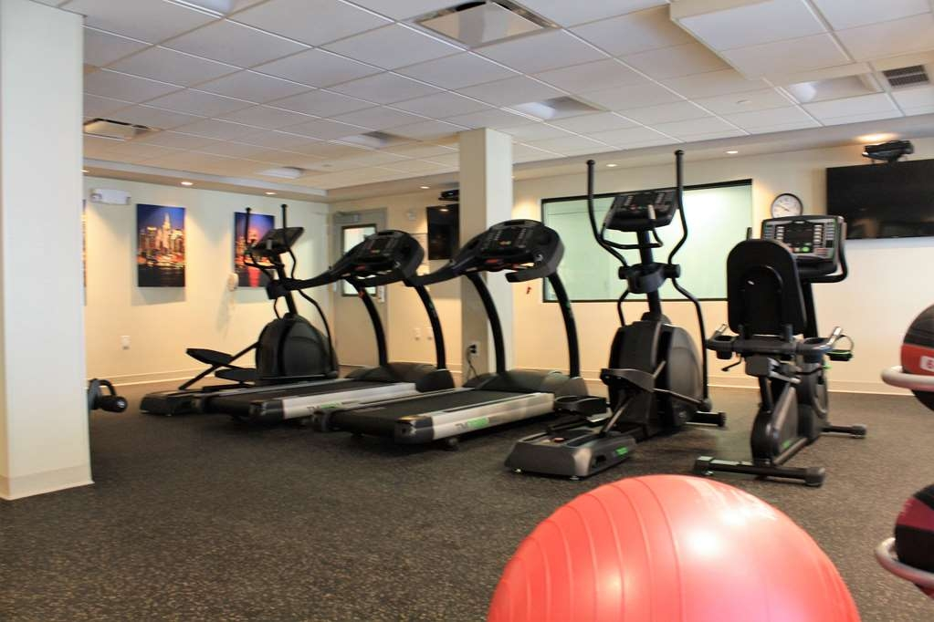 Best Western Premier NYC Gateway Hotel - Stay active in our fitness center with a variety of equipment.