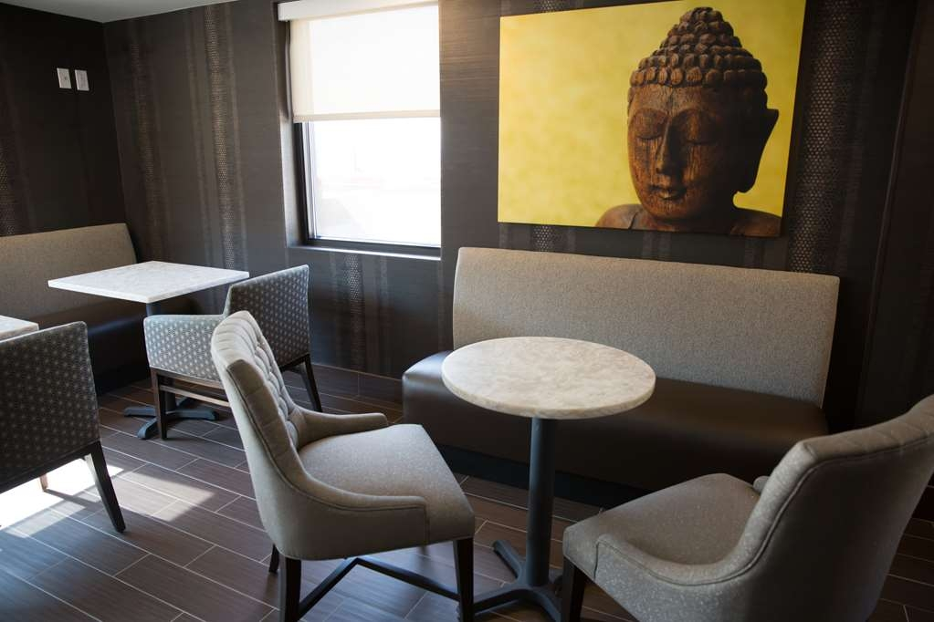 Best Western Premier NYC Gateway Hotel - Unwind after a long day for a drink in our 5th floor lounge.