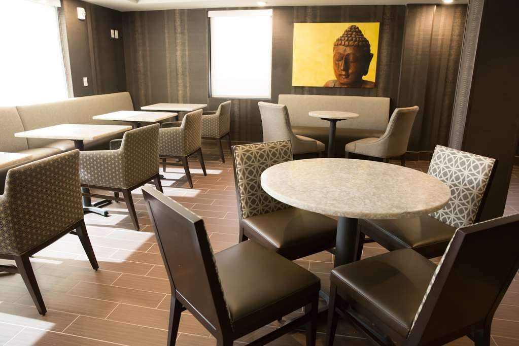 Best Western Premier NYC Gateway Hotel - Our 5th floor is a perfect place to meet with friends and enjoyed a curated drink from our professional mixologist.