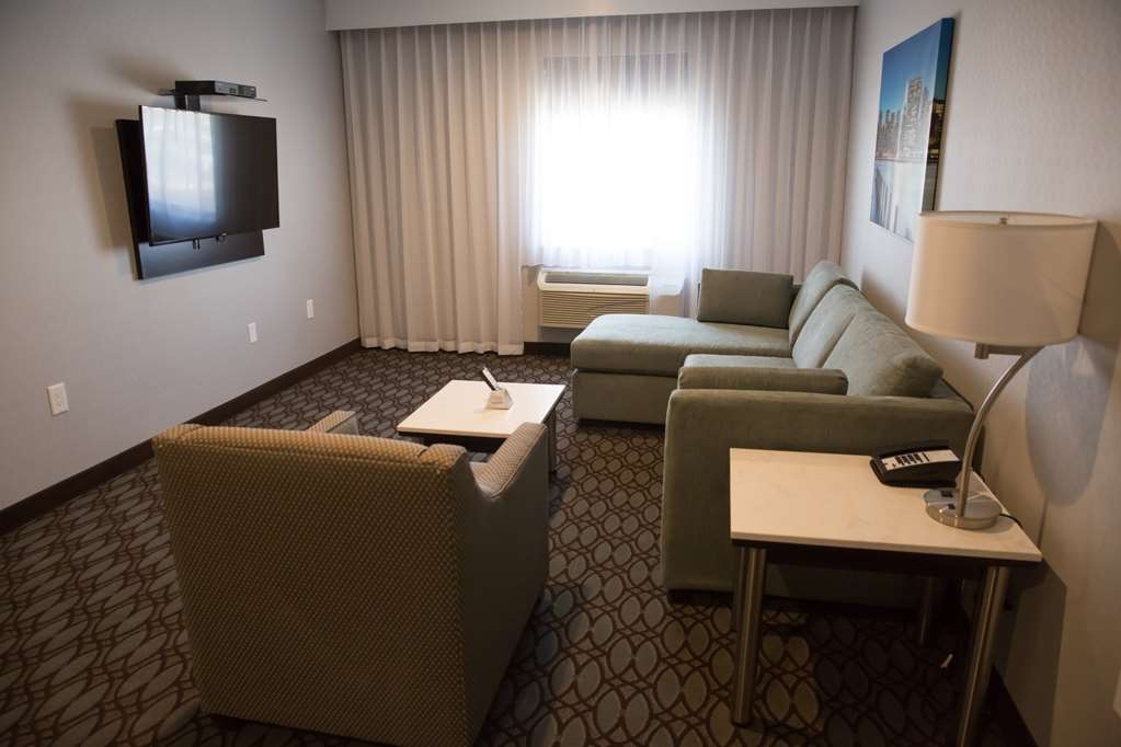 Best Western Premier NYC Gateway Hotel - Upgrade yourself to our King Suite for added comfort during your stay.