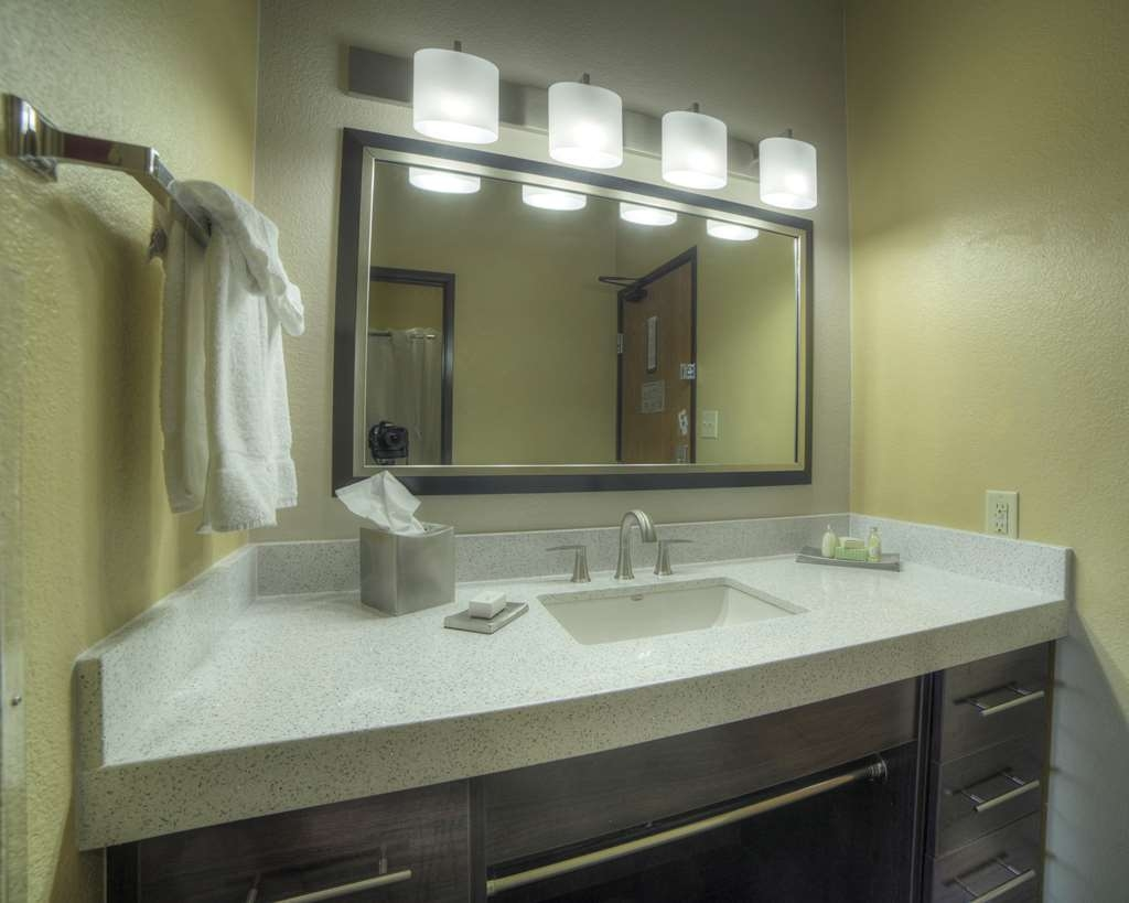 Best Western Plus at Lake Powell - Modern Sink Vanity with Luxury Countertop