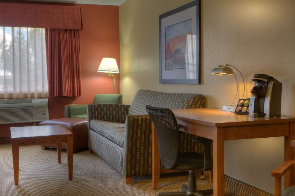 Best Western Plus at Lake Powell - Make yourself at home in our comfortable guest rooms.