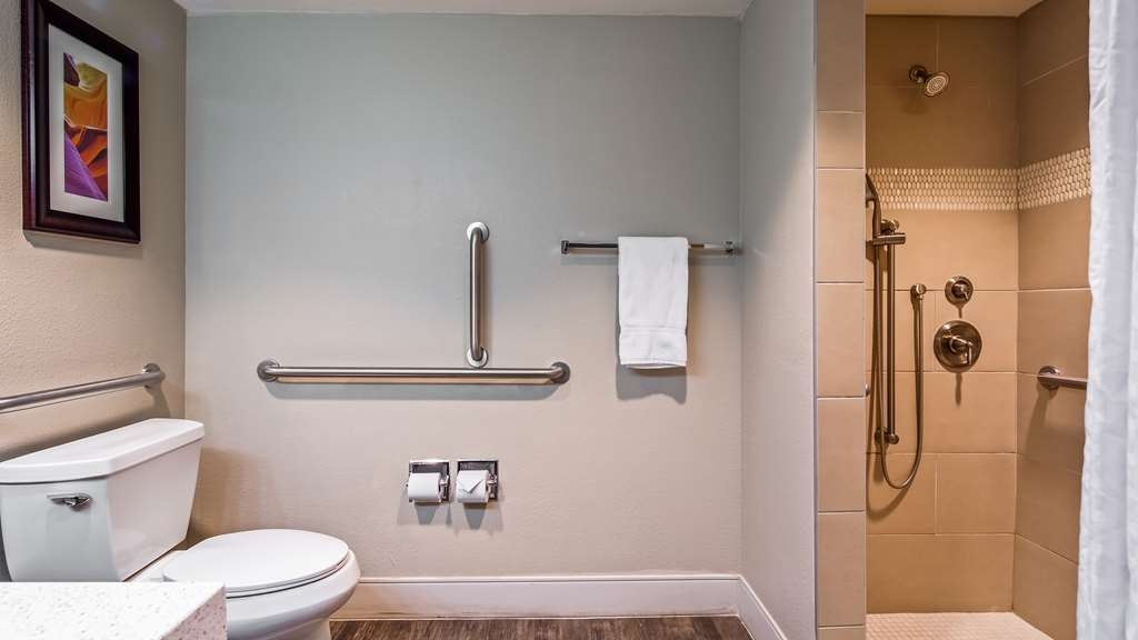 Best Western Plus at Lake Powell - Mobility Accessible Guest Bathroom
