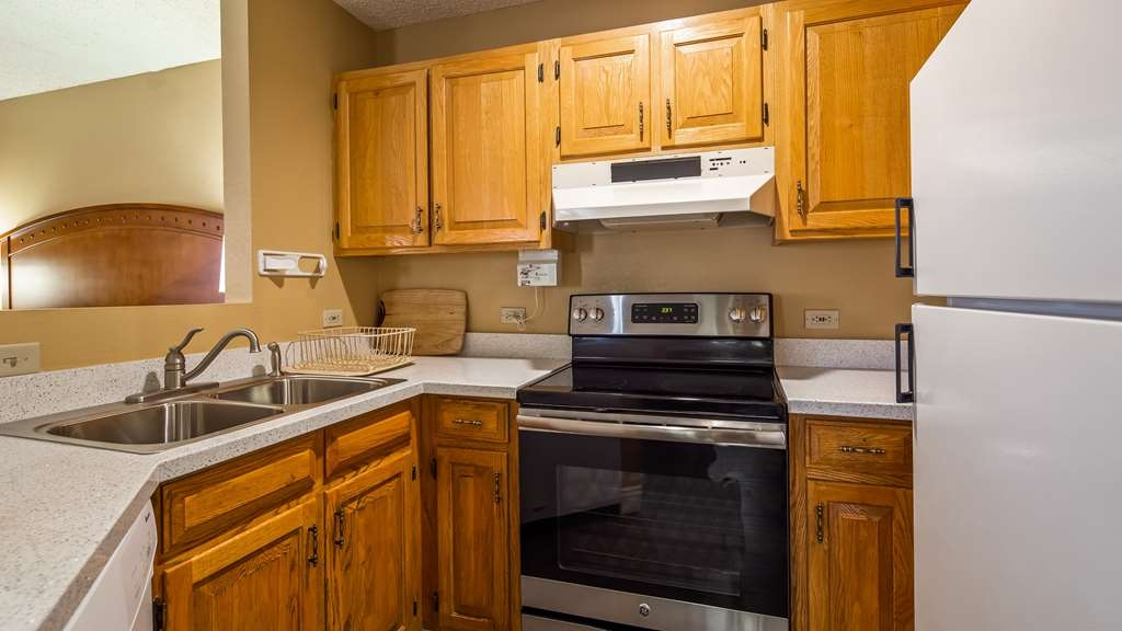 Best Western Plus at Lake Powell - King and Queen Suite with Kitchenette