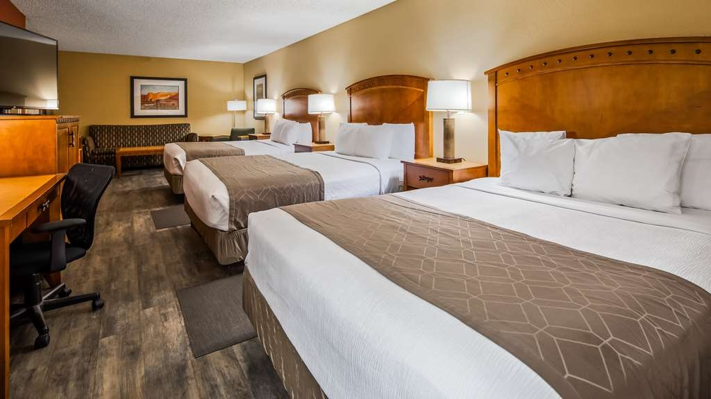 Best Western Plus at Lake Powell - Large Suite with 3 queen sized beds and a sofa (Not a sofa bed).
