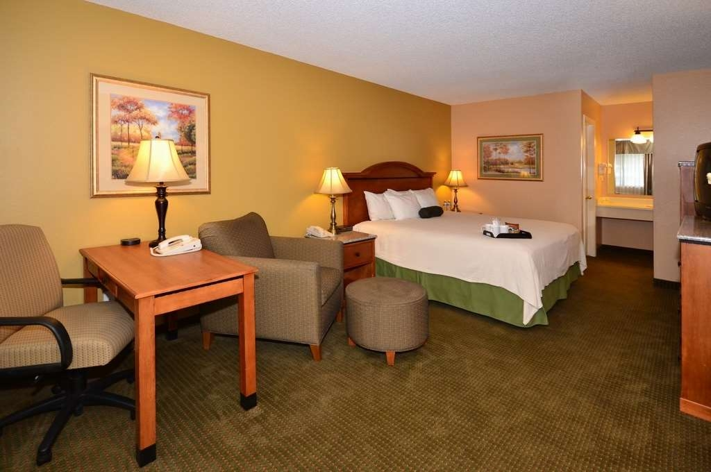 Best Western Sunrise Inn - Work with ease in our spacious king guest rooms.