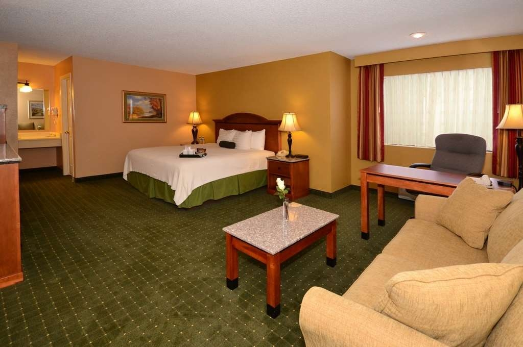 Best Western Sunrise Inn - Couples will love our executive rooms with added space work desk with ergonomic back chair sofa and more.