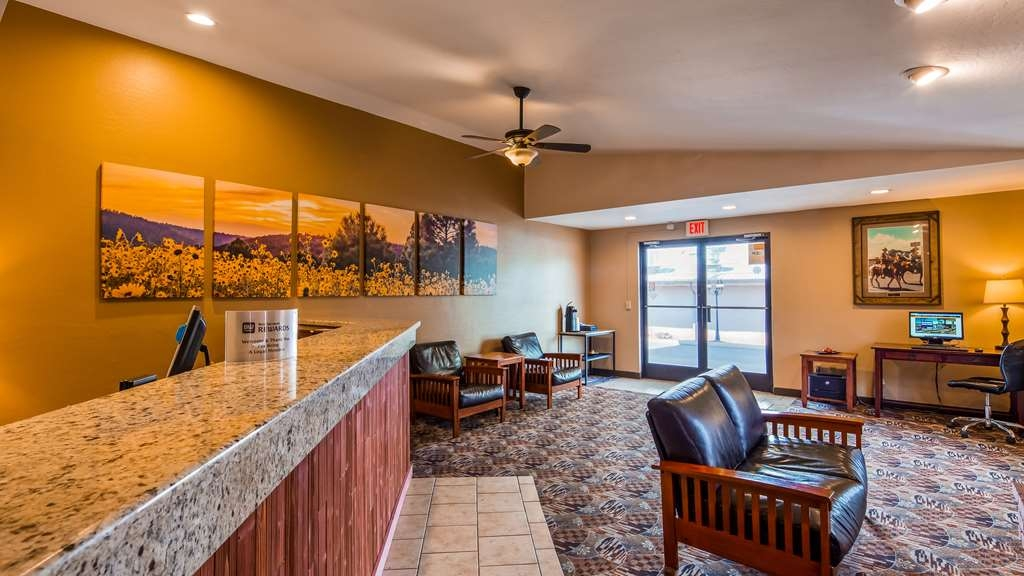 Best Western Sunrise Inn - Come on in and let our front desk staff help you get settled in.