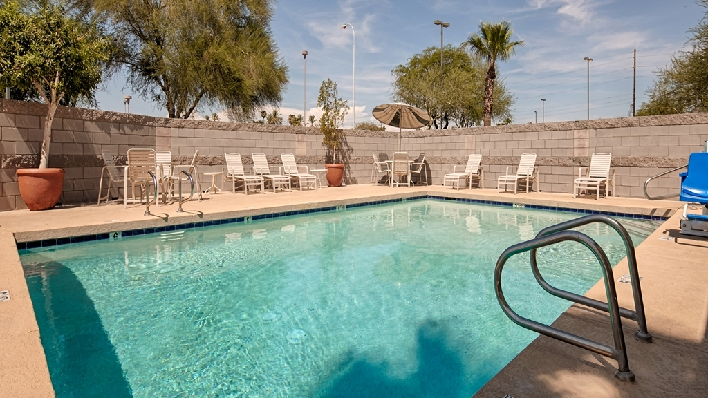 Best Western Superstition Springs Inn - Enjoy some Arizona sun in our recently renovated pool area. Bigger than your hotel average size pool, heated during the winter.