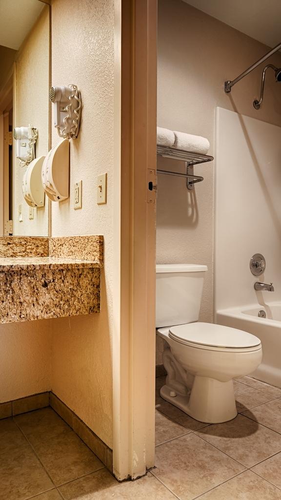 Best Western Sawmill Inn - Guest Bathroom