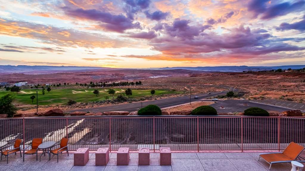 Best Western View of Lake Powell Hotel - You'll love the views from our patio.