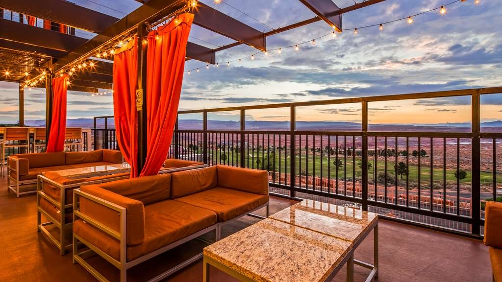 Best Western View of Lake Powell Hotel - You'll want to spend your evenings on our patio.