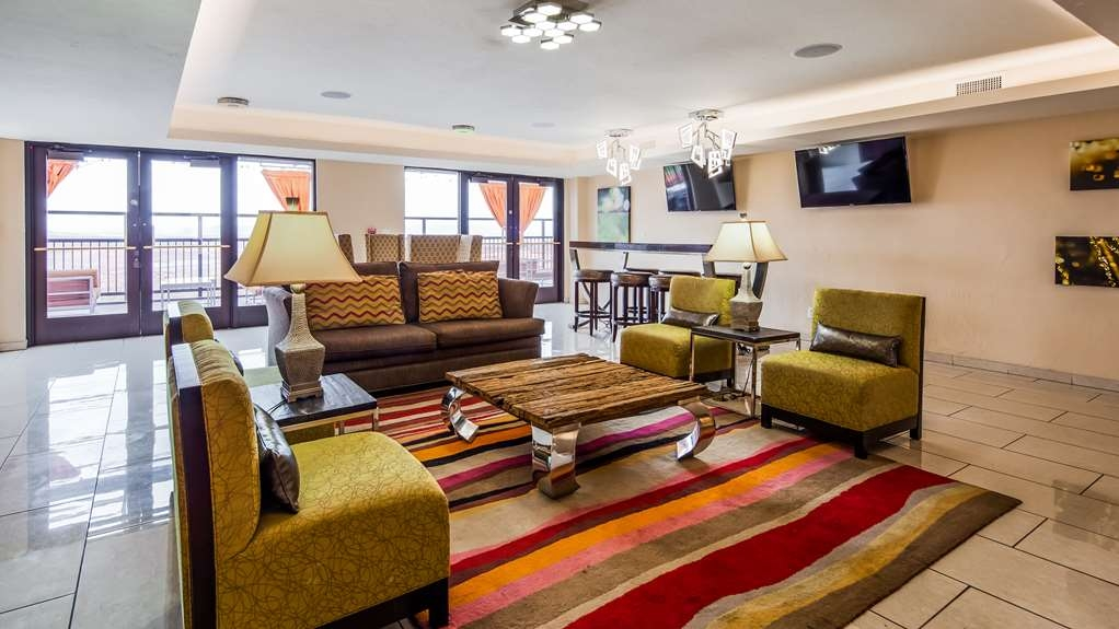 Best Western View of Lake Powell Hotel - Relax in our spacious lobby.