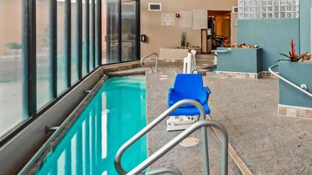 Best Western Inn of Tempe - Single lane lap pool with jets