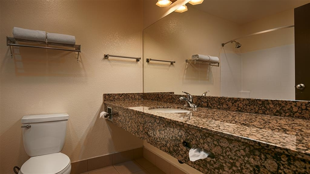 Best Western Apache Junction Inn - Cuarto de baño de clientes