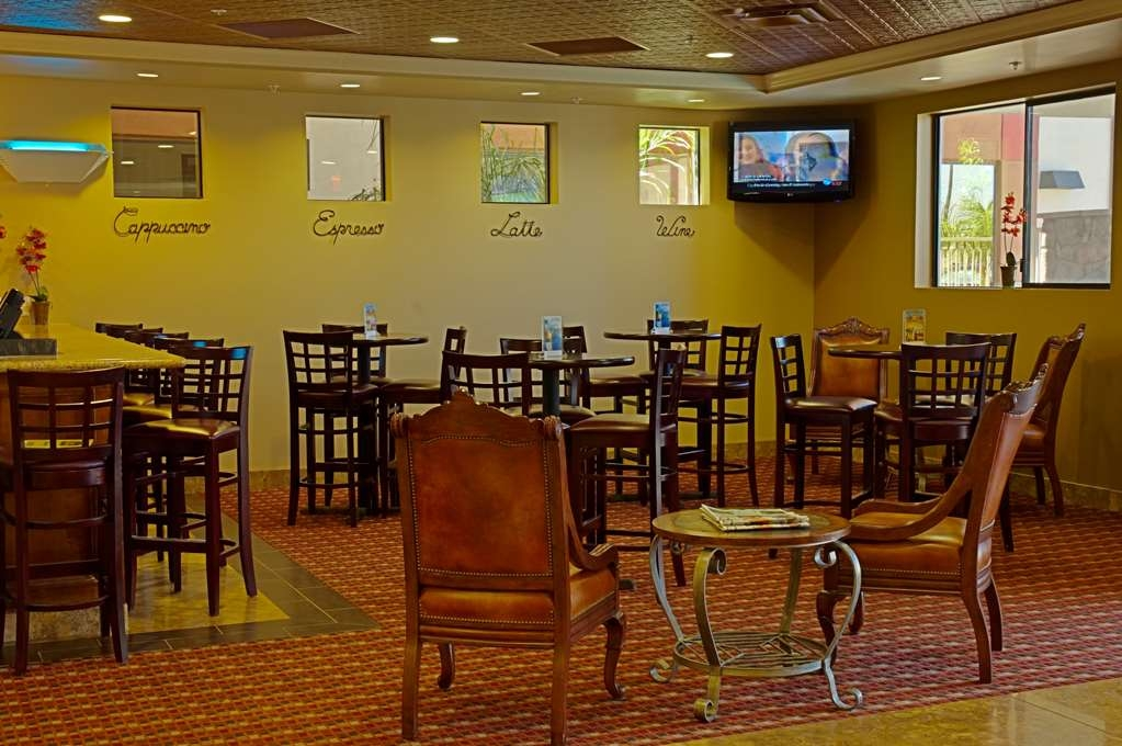 Best Western Legacy Inn & Suites - Bar-salon