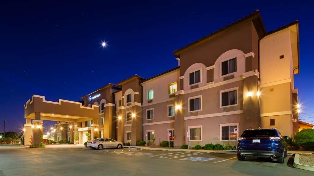 Best Western Douglas Inn & Suites - Exterior Night